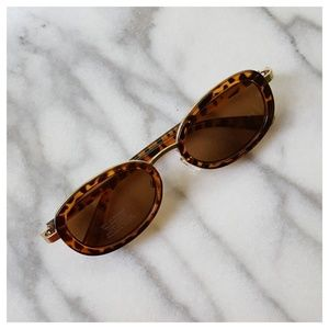 Urban Outfitters All That Oval Sunglasses